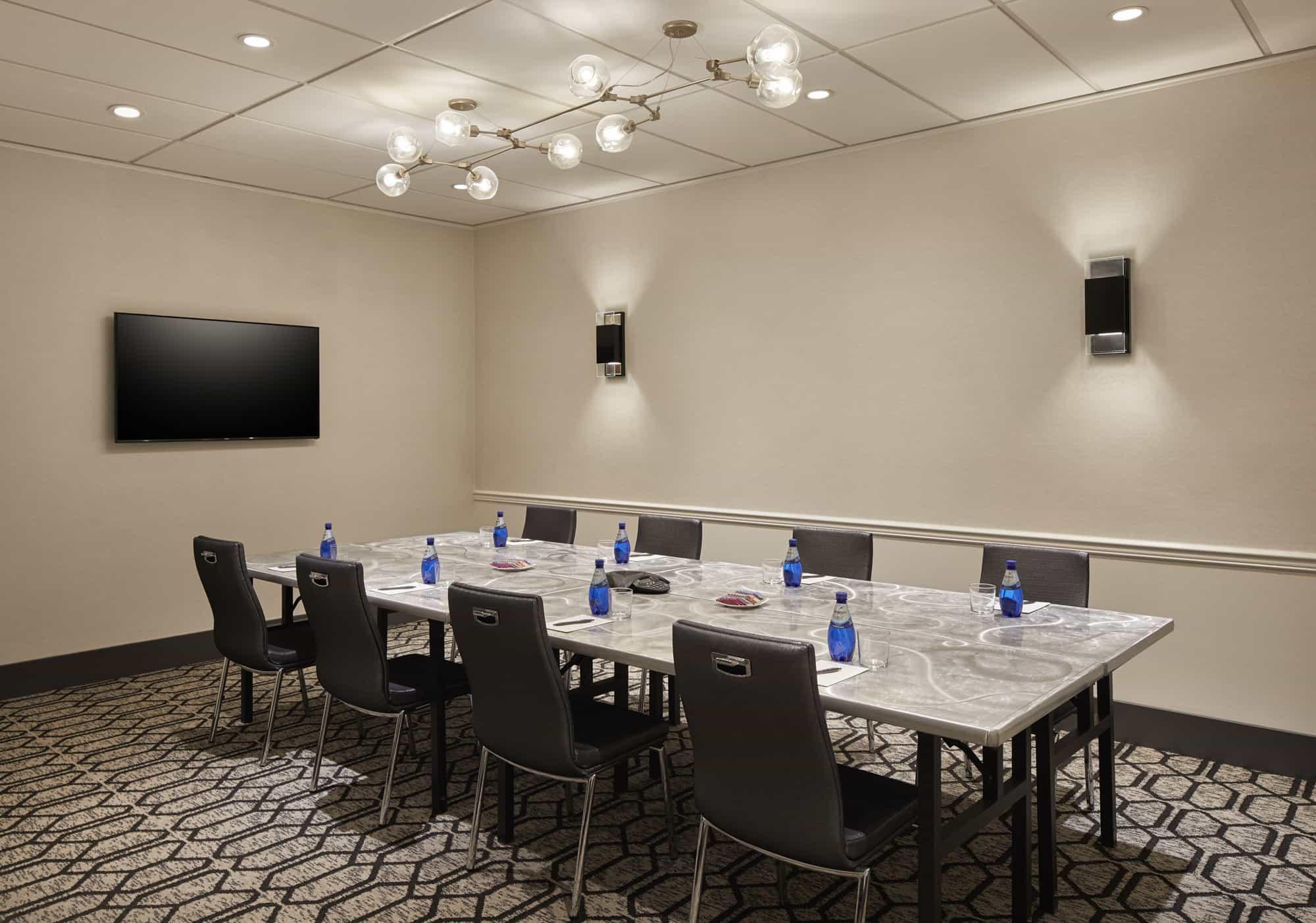 The Da Vinci Room set up for a meeting.